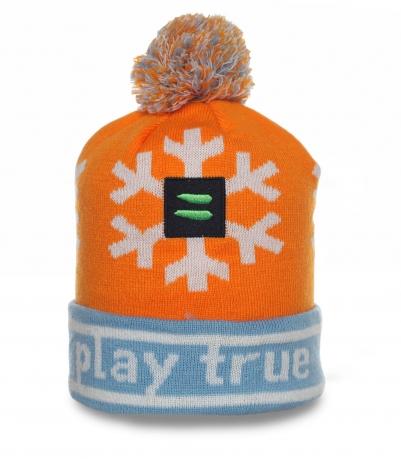 Яркая шапка Play True - молодежная модель для привлекательных девушек