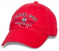 Ярко-красная спортивная бейсболка
