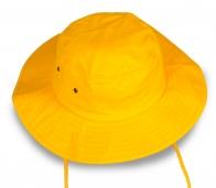 Ярко-желтая панама для отпуска