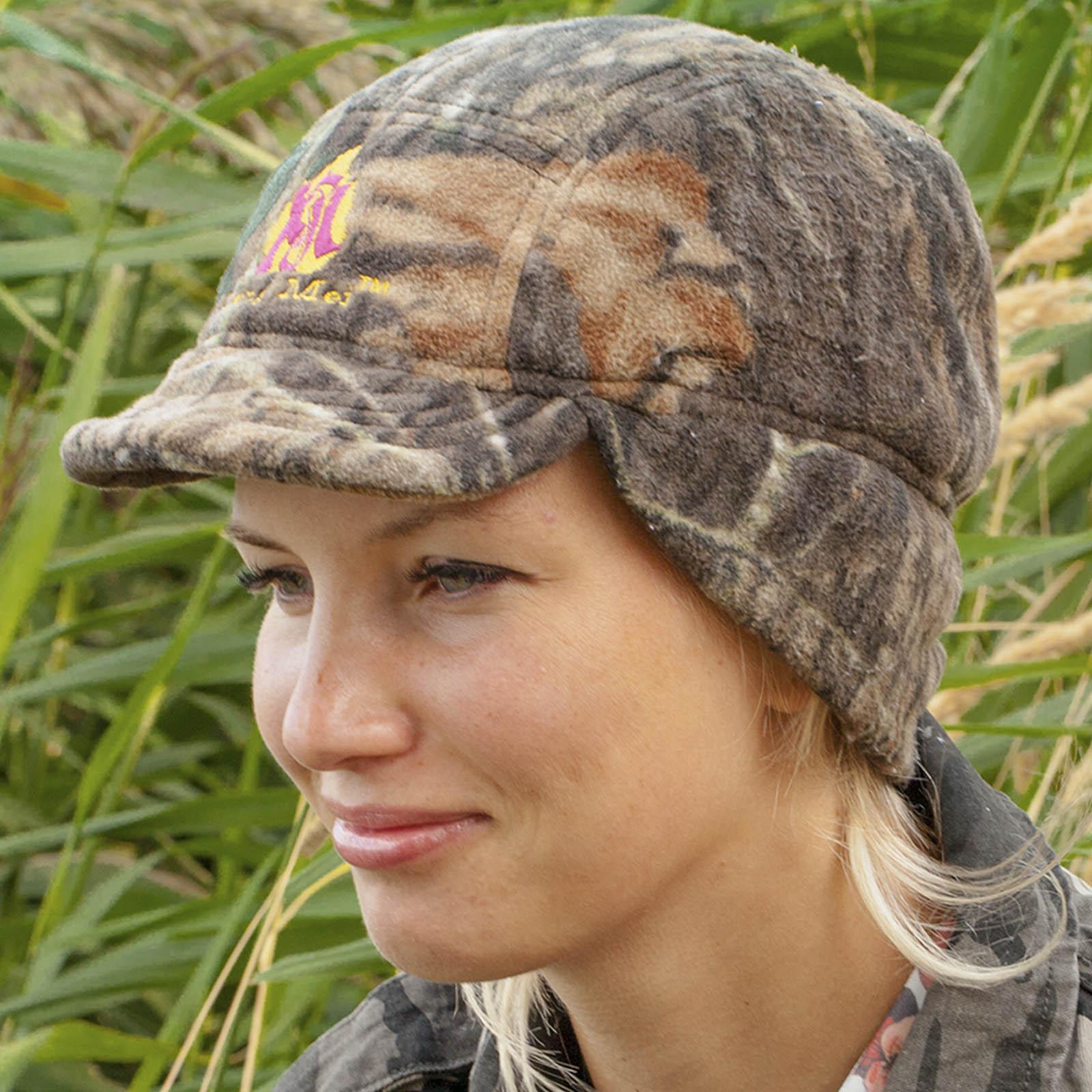 Купить женскую шапку с ушками и козырьком